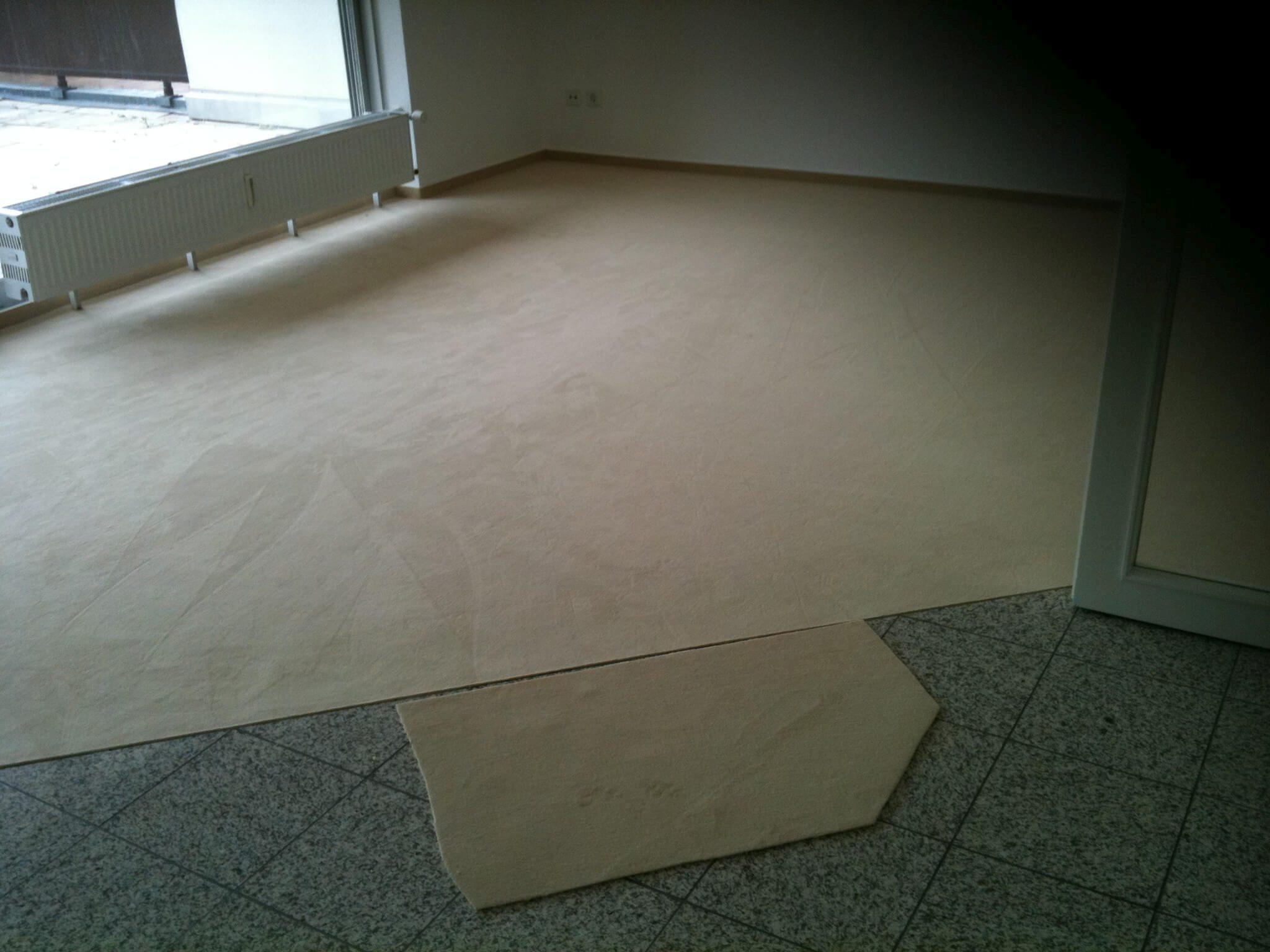 Velours-Teppich sauber verleg
