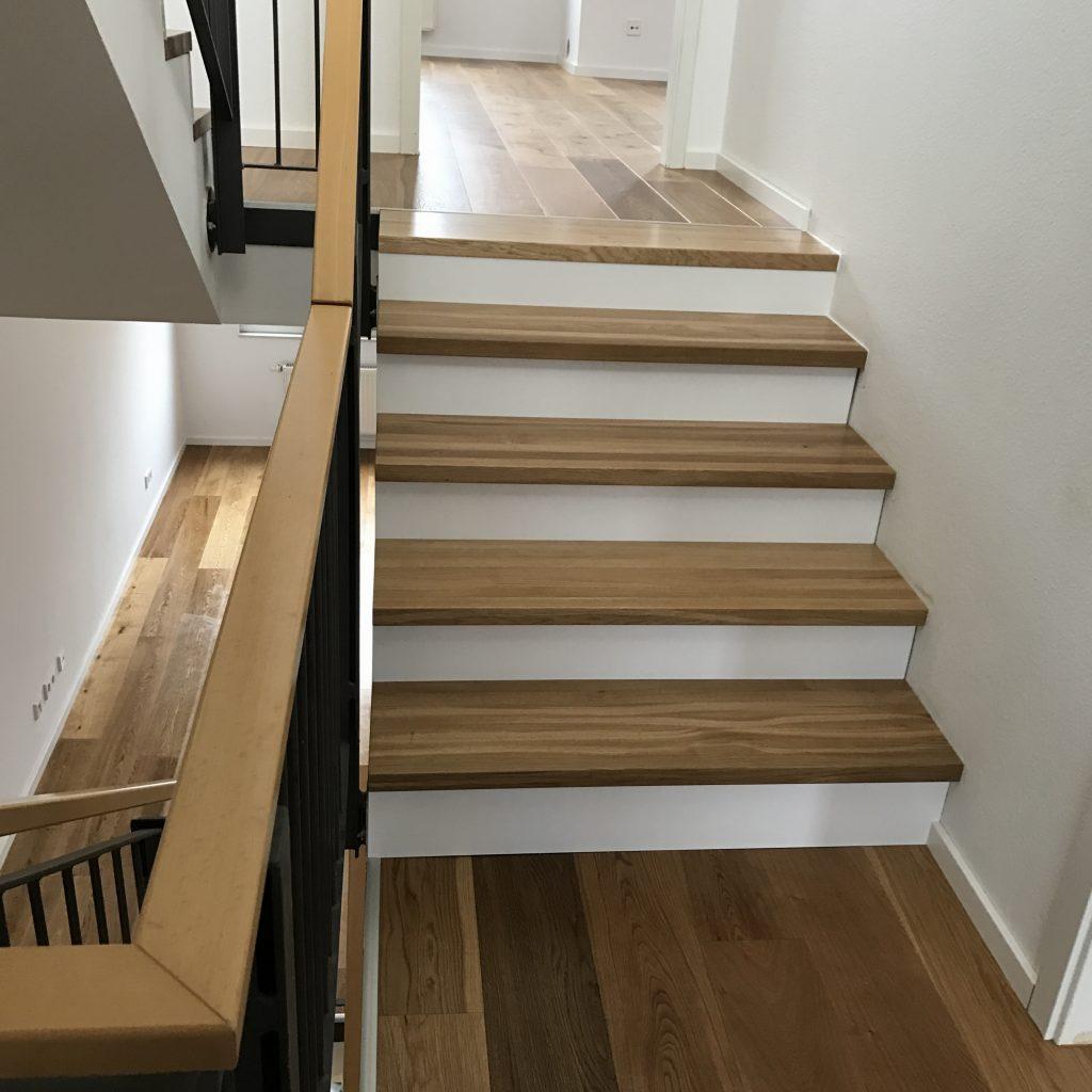 Dielen und Treppe